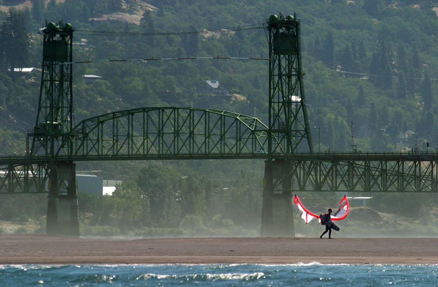 The Kite and Windsurfing Guide, Hood River, Columbia River Gorge, North America