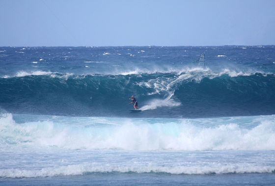 Udo Hölker, editor of the Kite and Windsurfing Guides, Big Wave Kitesurfing, Oahu Hawaii